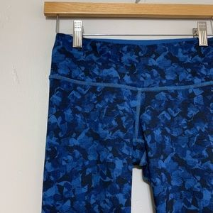 Lululemon Wunder Under in Blue and Black Size 4
